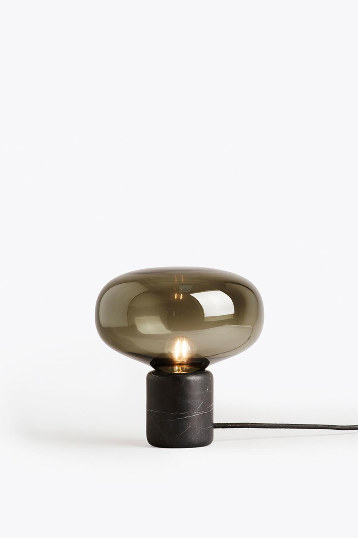 KARL-JOHAN TABLE LAMP - BLACK MARQUINA W. SMOKED GLASS