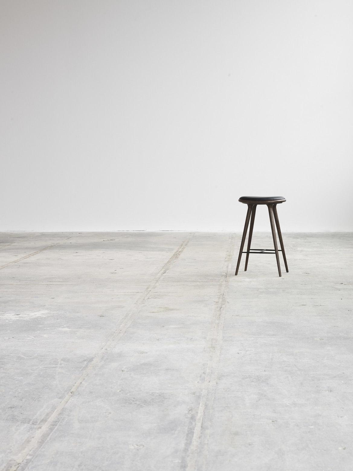 MATER Bar stol hvitvasket eik 69cm. Den fineste bar krakken