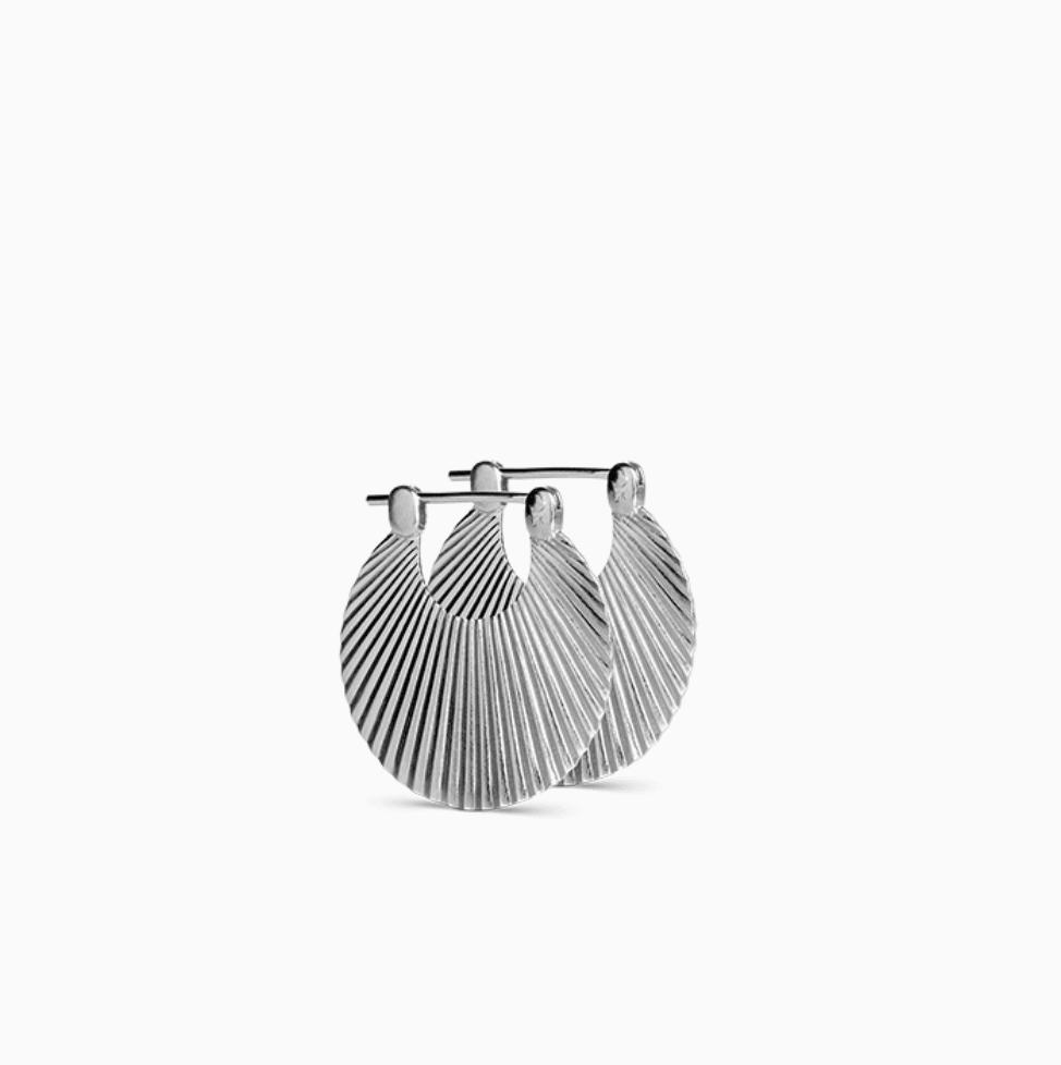 Small Shell earring in matt, sterling silver