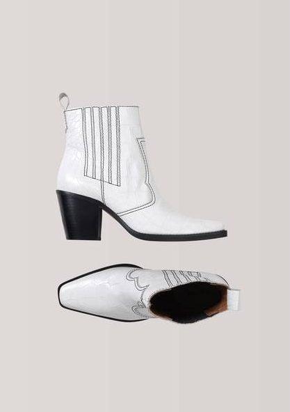 ganni-ankel-boots-western-hvit